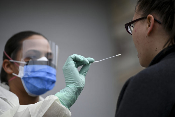Több mint 937 ezer a fertőzöttek száma a világban