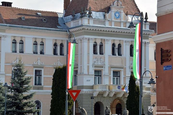 Székelyudvarhely polgármesterét is megbírságolták a magyar jelképek miatt