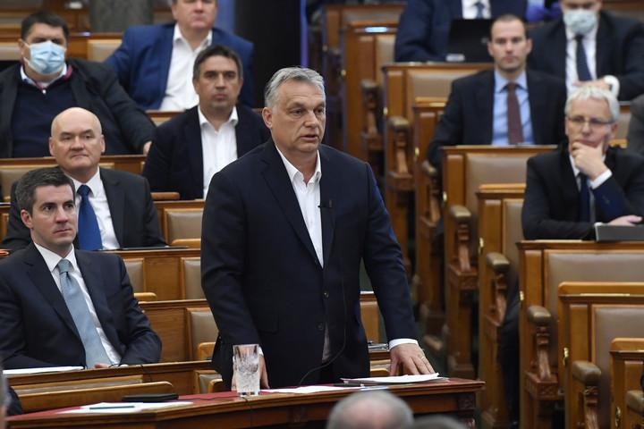 Olasz politológus: A koronavírus-törvény nem ad korlátlan hatalmat Orbán Viktornak