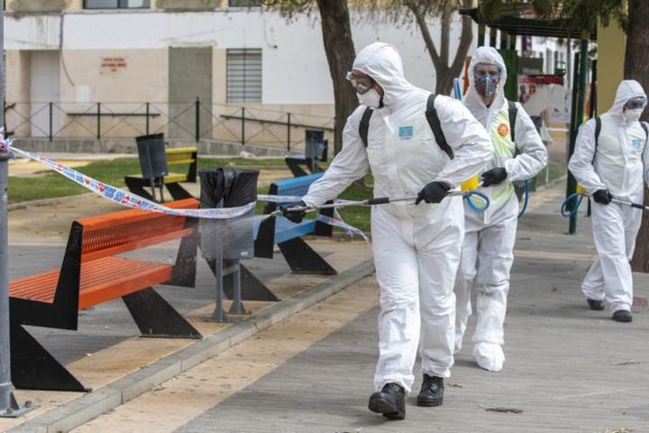 Spanyolországban több mint nyolcszázzal nőtt a halottak száma egy nap alatt