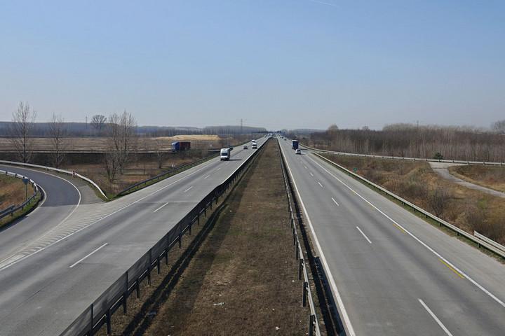 Kihalt autópályák,  zavartalan munkálatok