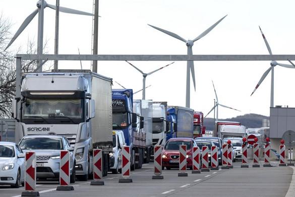 Norvégia, Észtország és Litvánia is lezárja határait