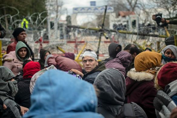 Feladták a várakozást a görög–török határon rekedt bevándorlók