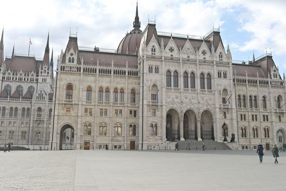 A magyarok több mint kétharmada a koronavírus-törvény mellett áll