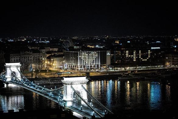 Orbán Viktor a kivilágított Lánchídról posztolt