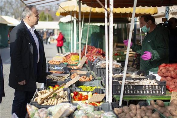 Meg kell nyitni a bezárt piacokat