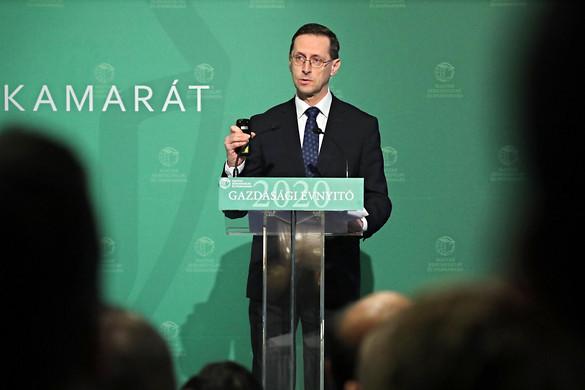 Varga Mihály: A tárca megvédi a magyar gazdaság eredményeit