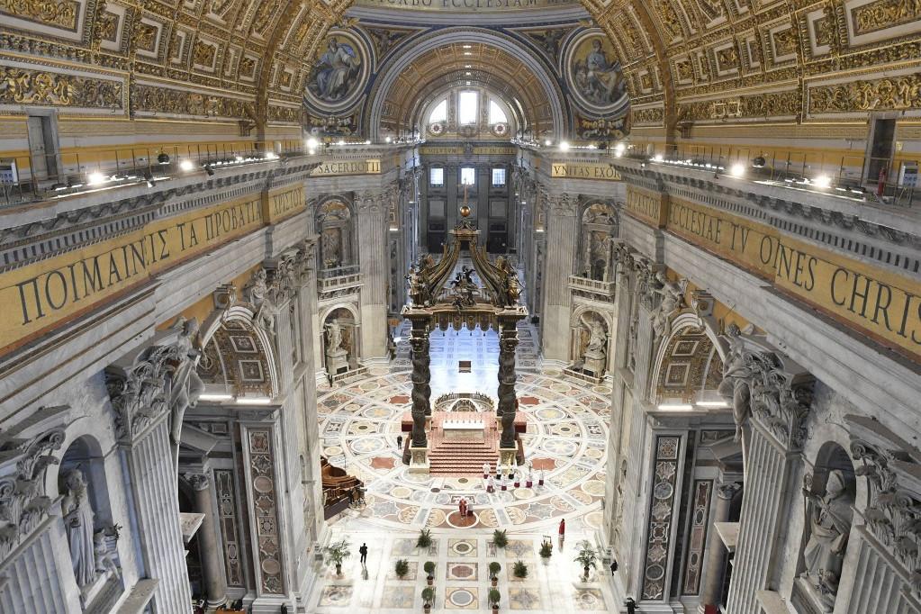 Üres volt a mise alatt a Szent Péter-bazilika