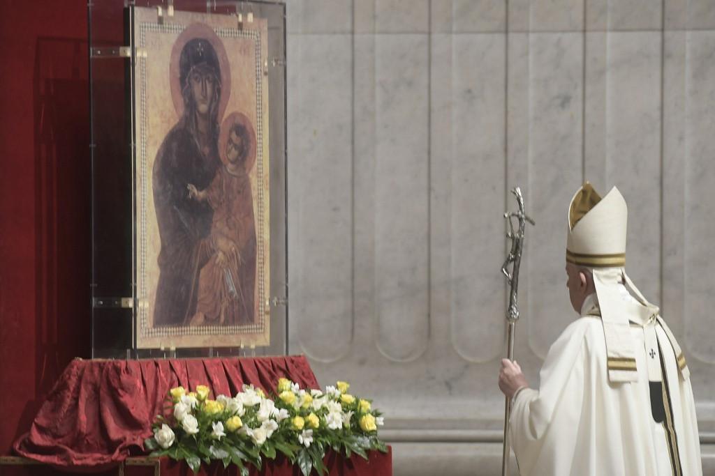 A keresztények feladata a remény hirdetése a halál sötétségében Ferenc pápa szerint
