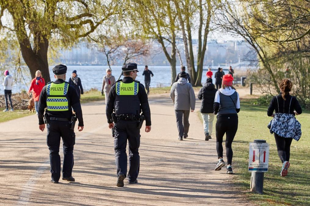 Hamburgban figyelik a hatósági szervek a futókat