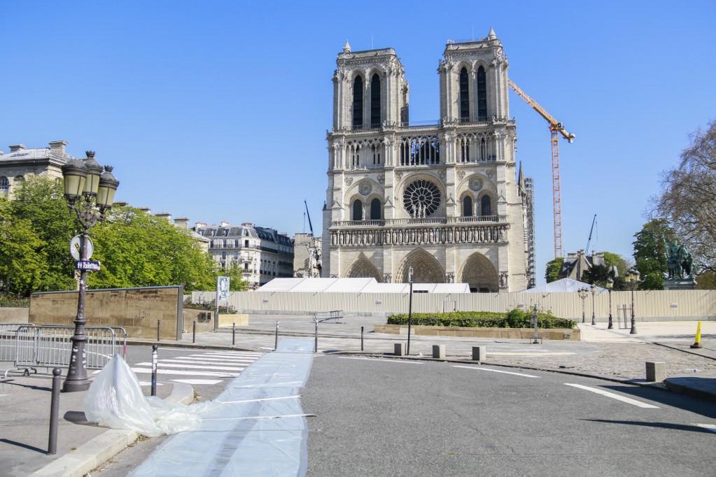 Tíz nap múlva lesz egy éve, hogy kigyulladt a Notre-Dame tetőszerkezete, az első évfordulón otthon fognak emlékezni a franciák