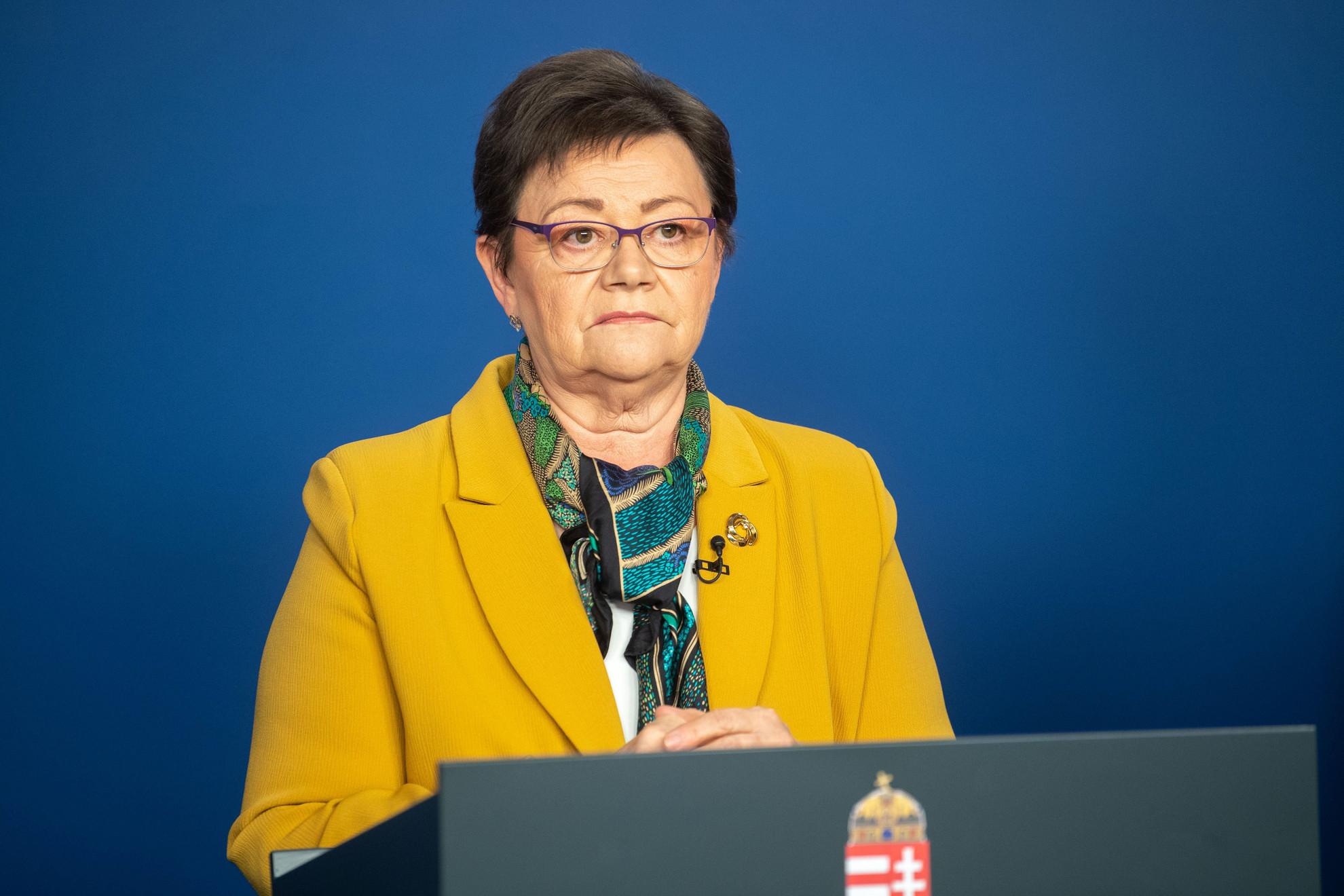A kormany.hu által közreadott képen Müller Cecília országos tisztifőorvos a koronavírus-fertőzés elleni védekezésért felelős operatív törzs online sajtótájékoztatóján