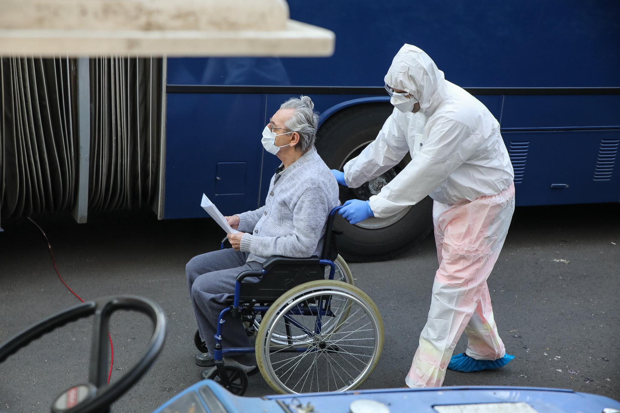 Koronavírus miatt evakuálták a Pesti úti idősotthont