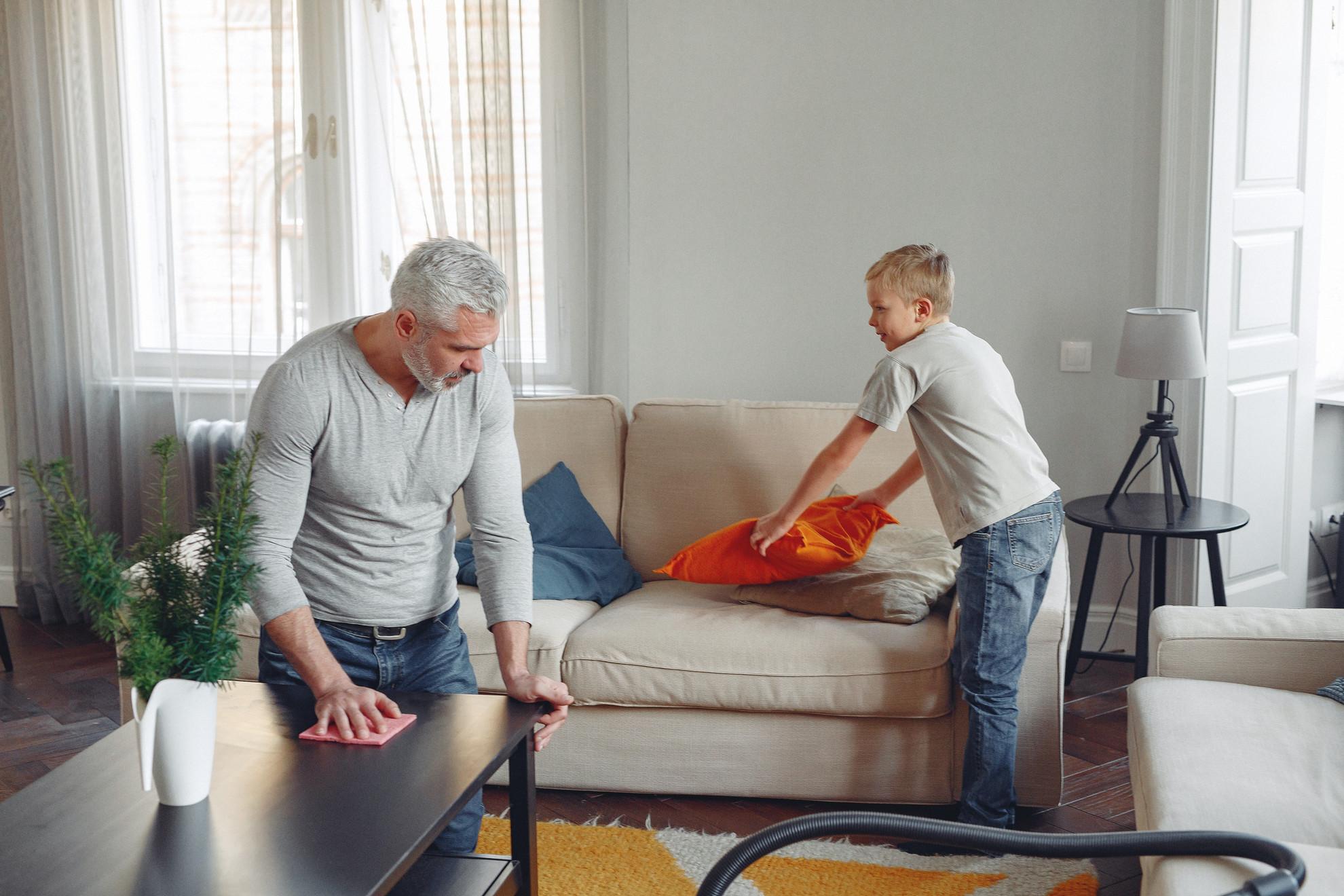 Alakítsunk ki új rítusokat, vonjuk be gyermekeinket is a házimunkába