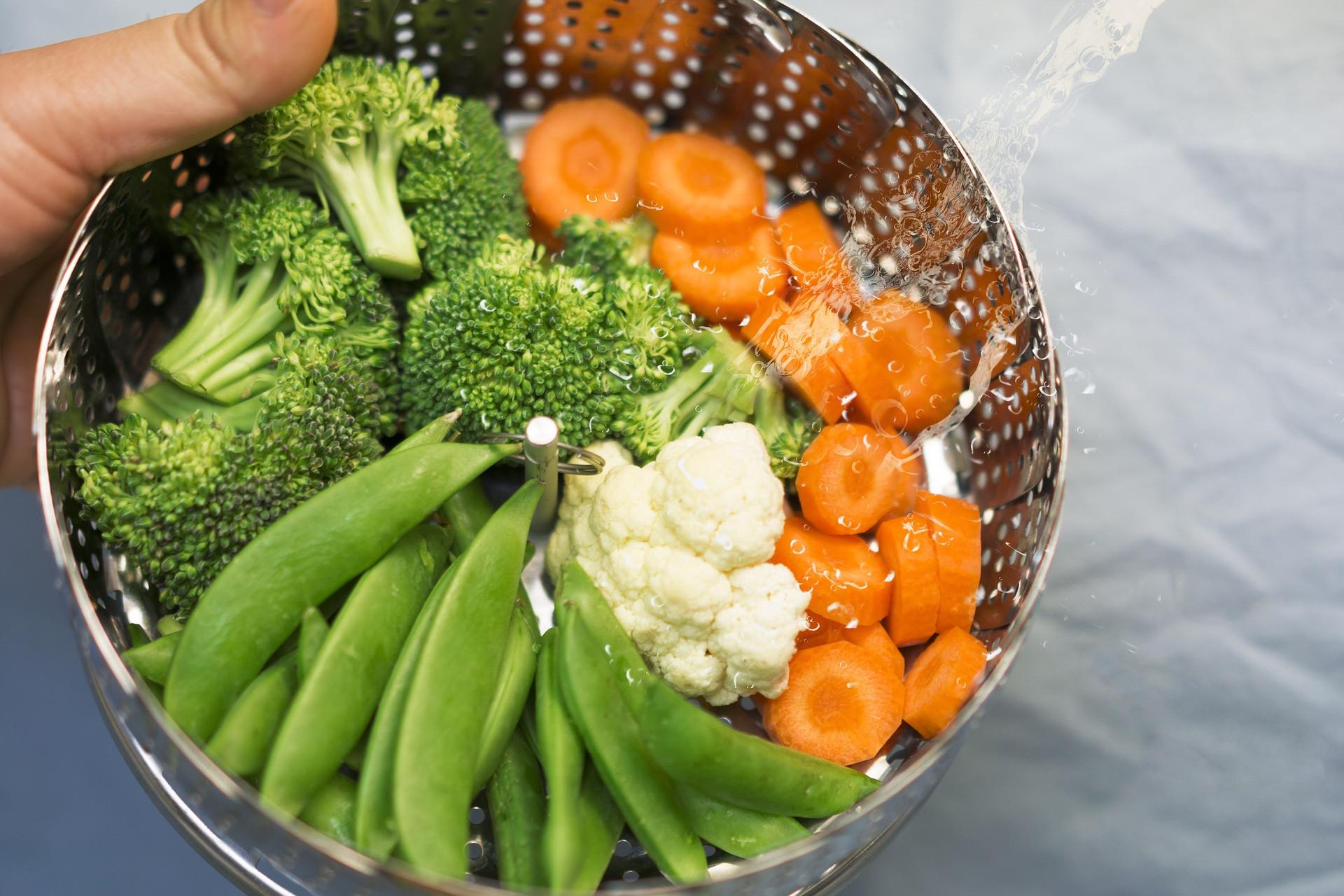 Gyakran készítsük ételeinket párolással, amelyhez legfeljebb fél evőkanál növényi étolajat használjunk fel adagonként