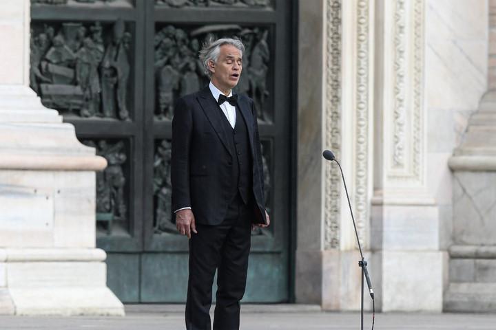 Az üres milánói dómban adott húsvéti koncertet Andrea Bocelli
