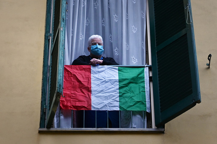 Egy nap alatt több mint hatszázzal csökkent a fertőzöttek száma Olaszországban