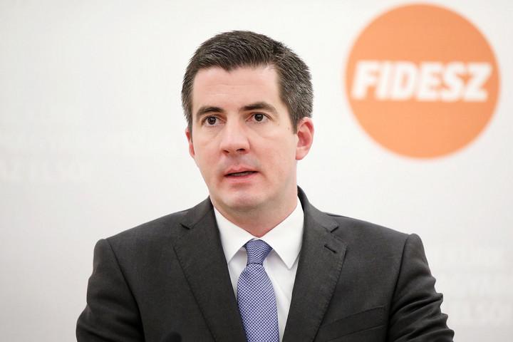 Újraválasztották Kocsis Mátét frakcióvezetőnek