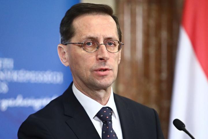 Varga Mihály: A munkahelyek megtartása és a gazdaság újraindítása az elsődleges