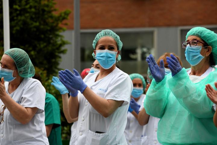 Öt hét után először 300 alá csökkent az áldozatok száma Spanyolországban