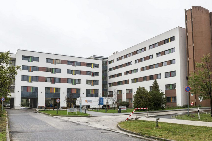 Koronavírus-fertőzésben halt meg a tatabányai Szent Borbála Kórház beteghordója