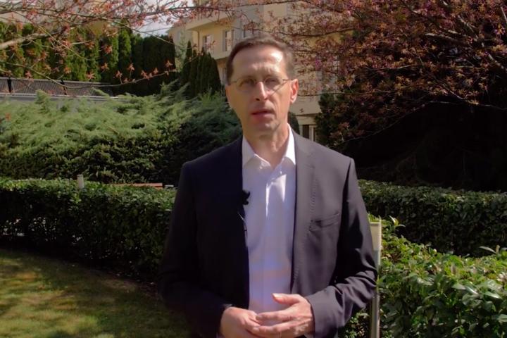 Így kíván áldott húsvéti ünnepeket Varga Mihály