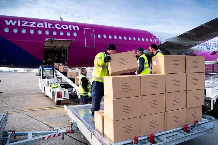 Újabb hat repülőgép hozott védőfelszereléseket Kínából