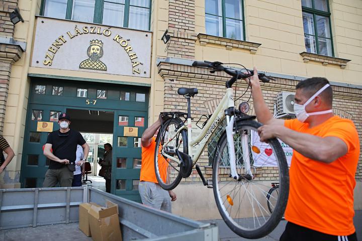 Kerékpárokat kaptak az egészségügyi dolgozók
