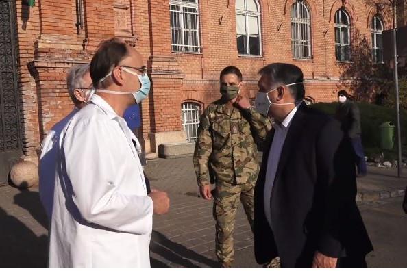 Orbán Viktor ellátogatott a Szent János Kórházba
