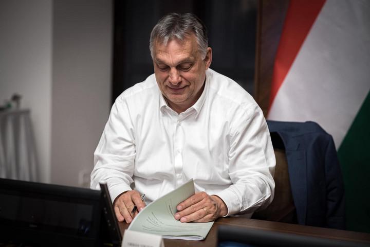 Orbán Viktor megmutatta, mennyit kell dolgoznia egy nap