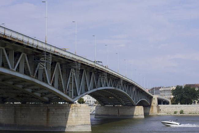 Társadalmi egyeztetést kezdeményez a BKK a Petőfi híd és a Boráros tér felújításáról