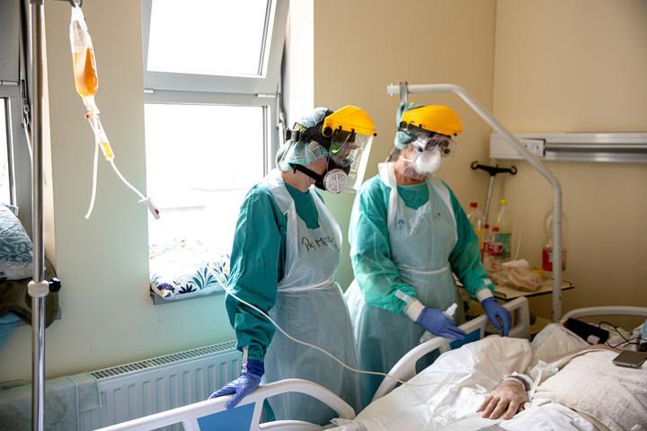 Kísérleti terápiaként négy koronavírusos beteg kap vérplazmakezelést