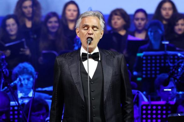Andrea Bocelli húsvéti koncertjét online közvetítik az üres milánói dómból