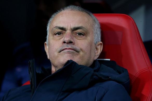 Mourinho a járványügyi szabályokat megszegve edzést tartott a Tottenham játékosainak