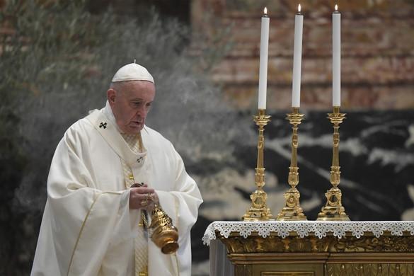 Ferenc pápa: A járványbetegeket segítő orvosok és papok szentek