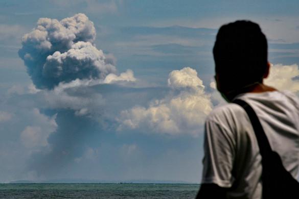 Ismét kitört az Anak Krakatau