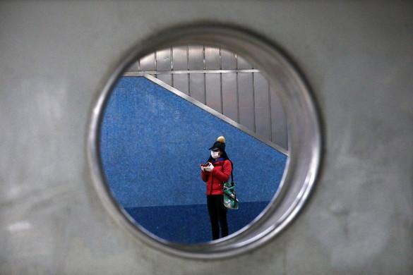 Peking szigorításokkal és teszteléssel küzd az újabb hullám ellen