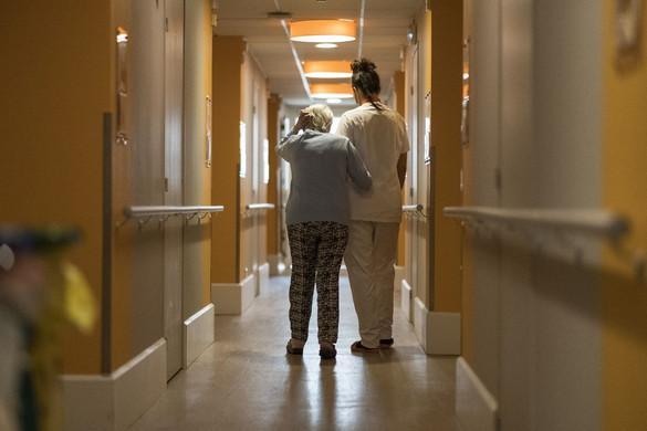 Az idősotthonokban fertőzöttek fele már meggyógyult