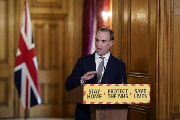 A brit kormány legalább három hétre meghosszabbította a korlátozásokat