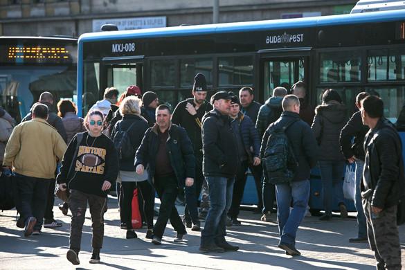 Karácsony pártja kitiltaná a nyugdíjasokat a buszokról és a villamosokról