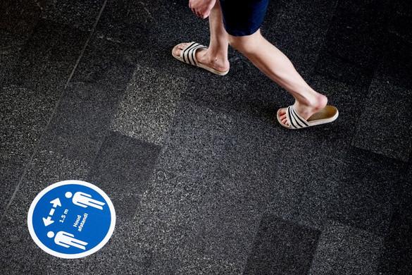 Fel kell oldani a hollandiai kijárási tilalmat