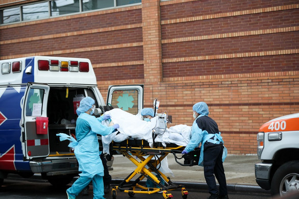 Az Egyesült Államokban már több mint 94 ezer halálos áldozatot követelt a járvány
