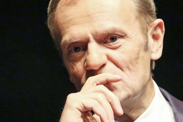 Egy lengyel lap szerint Donald Tusknak bocsánatot kell kérnie a magyaroktól