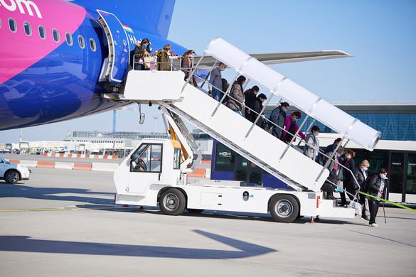 240 Észak-Amerikában rekedt magyarnak segített hazajutni a külügyminisztérium