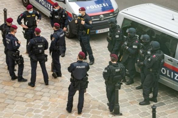 Bombafenyegetés miatt kiürítették a bécsi Hofburgot