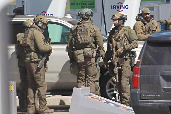 Rendőrruhás ámokfutó gyilkolt Kanadában