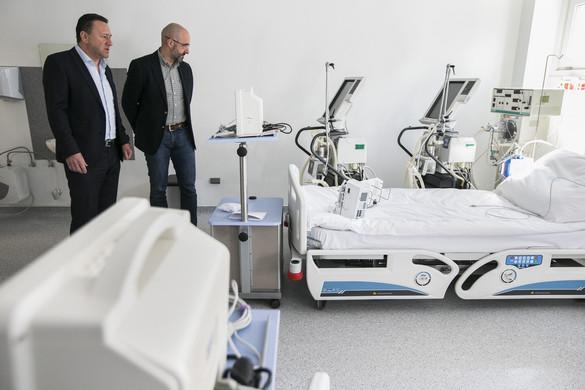 Kovács Zoltán: Mérnöki és kivitelezési bravúr a kiskunhalasi mobil kórház felépítése