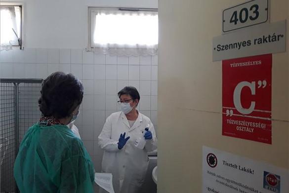 A tisztifőorvos ellátogatott a súlyosan fertőzött Pesti úti idősotthonba