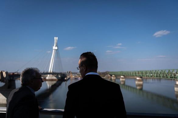 A nyár végére befejeződhet az új komáromi Duna-híd építése