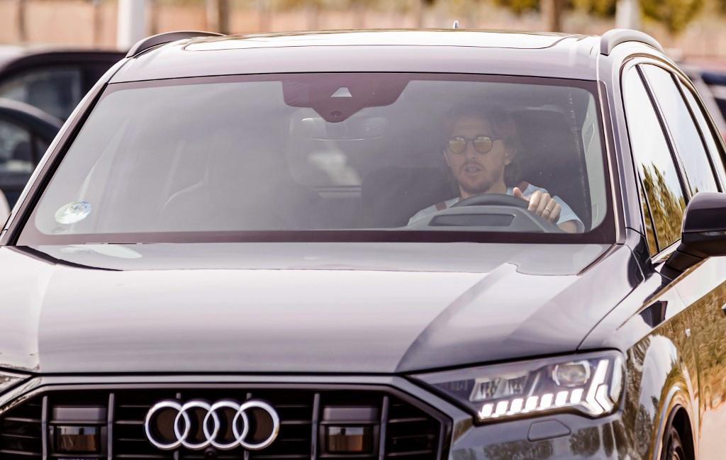 Luka Modric, a Real Madrid középpályása érkezik a klub valdebebasi edzőközpontjába